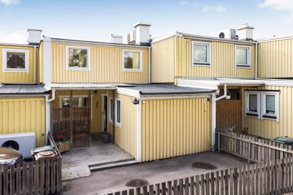 Radhus med bästa läget i Torslanda!