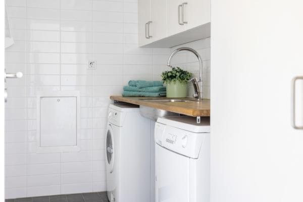 Stilfull funkisvilla på 180 kvm med stor lägenhet i Hjuvik!